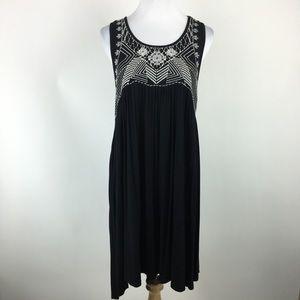 Umgee sleeveless embroidered dress Sz Medium